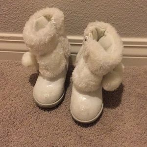 Size 5 white boots